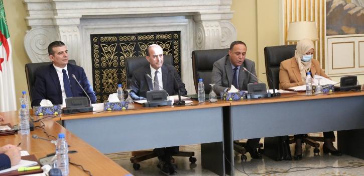 لجنة الشؤون القانونية والإدارية لمجلس الأمة تستمع إلى السيد وزير الداخلية