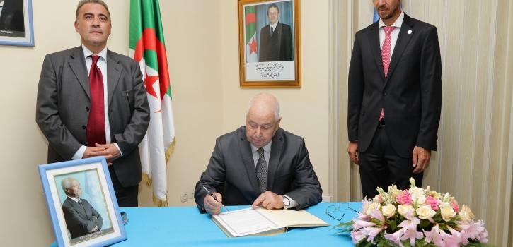 رئيس مجلس الأمة يوقع على سجل التعازي بتمثيلية الأمم المتحدة على إثر وفاة كوفي عنان