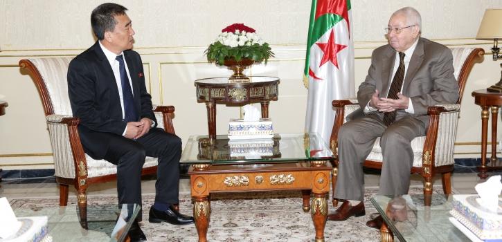 رئيـس مجلــس الأُمّـة يستقبـل السّفير الجديد لجمهوريّـة كوريا الدّيمقراطيّة بالجزائر