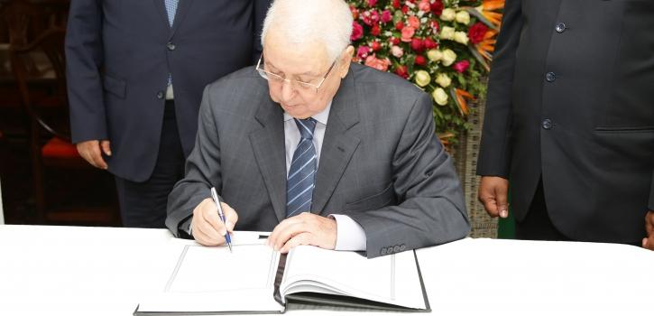 رئيس مجلس الأمة يوقع على سجل التعازي بسفارة جنوب إفريقيا