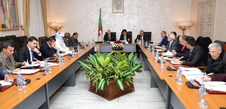 وزير المالية يعرض مشروع قانون تسوية الميزانية لسنة 2015 امام لجنة الشؤون المالية والاقتصادية