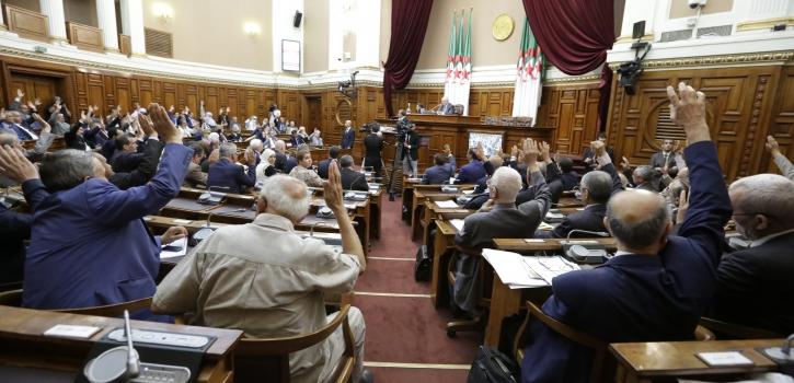 أعضاء مجلس الأمة يُصادقون على خمسة مشاريع قوانين